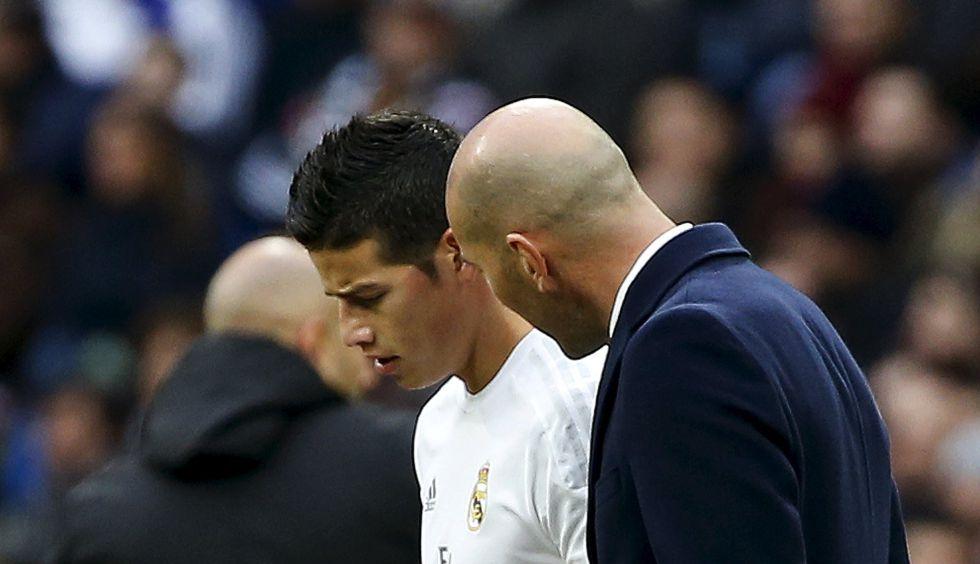 James escucha a Zidane