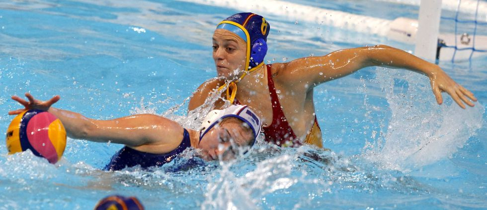 La jugadora española Jennifer Pereja en acción ante la rusa Elvina Kerimova.