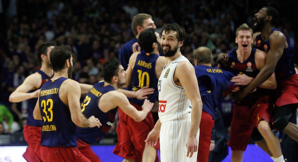 El Barça celebra su triunfo en presencia de Llull.
