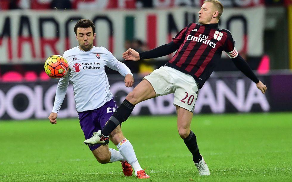 Rossi (izquierda) en un partido ante el Milan.