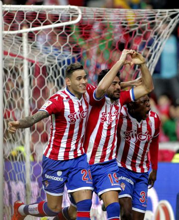 Carmona celebra el primer gol.