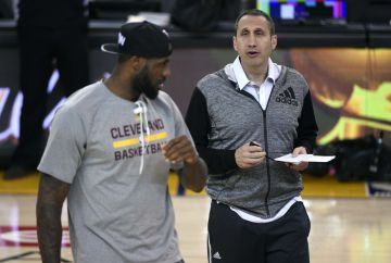 David Blatt y Lebron James.