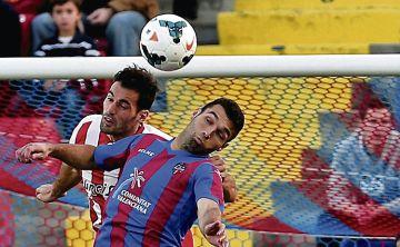 Barral, en un partido con el Levante ante el Almería.