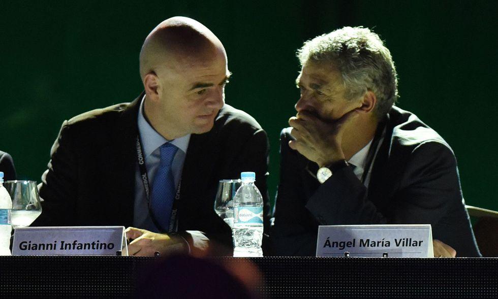Villar habla con Infantino.