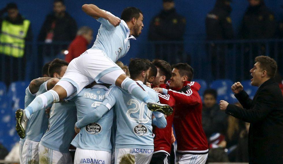 Los jugadores del Celta celebran un gol frente al Atletico