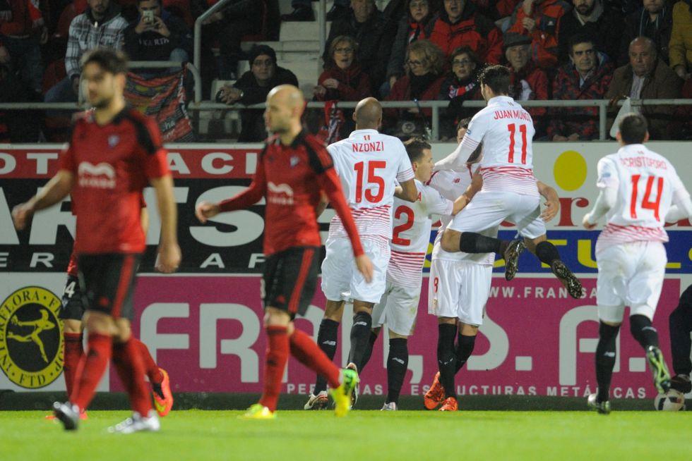 Iborra celebra su gol con sus compañeros