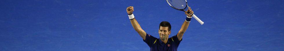 Djokovic celebra su triunfo sobre Federer.