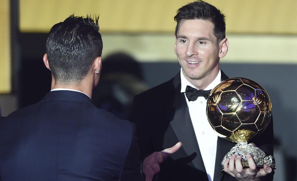 Messi, felicitado por Cristiano tras recibir el Balón de Oro.