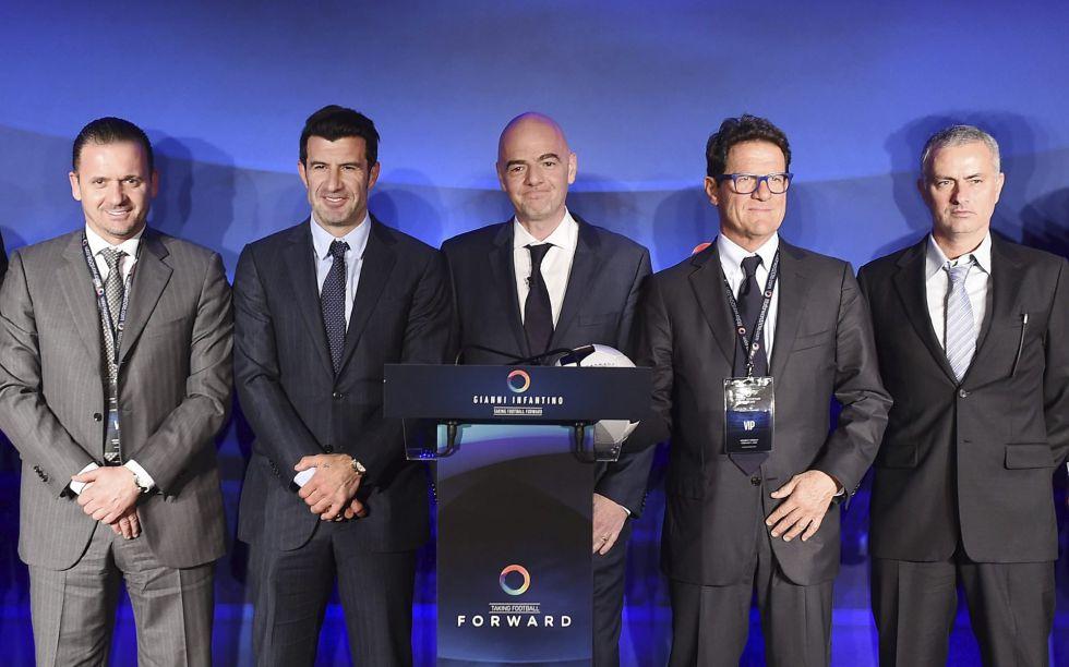 Infantino, en el centro, junto a Pedja Mijatovic, Luis Figo, Fabio Capello y José Mourinho