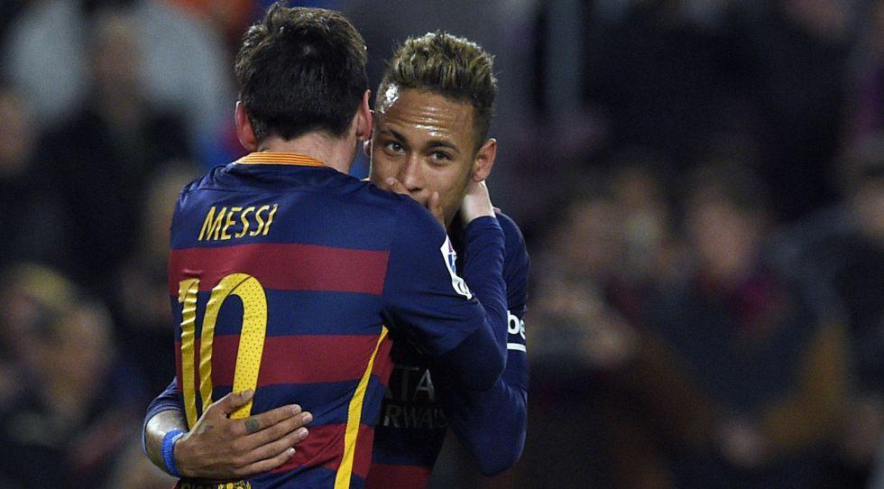 Messi y Neymar celebran un gol.
