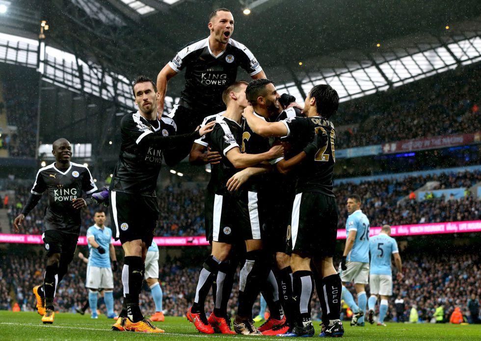Huth, autor de dos goles al City, celebra uno de sus tantos con sus compañeros.