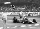 Mario Andretti cruza la línea de meta en Monza (Italia) para proclamarse campeón del mundo de F-1 el 10 de septiembre de 1978.