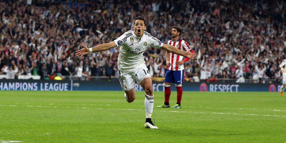 Chicharito celebra su gol al Atlético en abril de 2015.