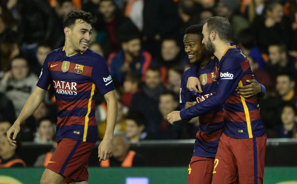 Kaptoum, en el centro, celebra su gol al Valencia con Munir y Aleix Vidal.