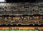 Las gradas despobladas de Mestalla durante el partido.rn