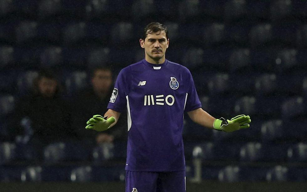 Iker Casillas ante el Benfica.