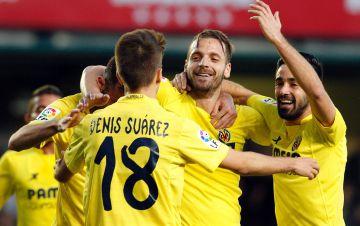 Soldado celebra con sus compañeros el gol del triunfo ante el Málaga.