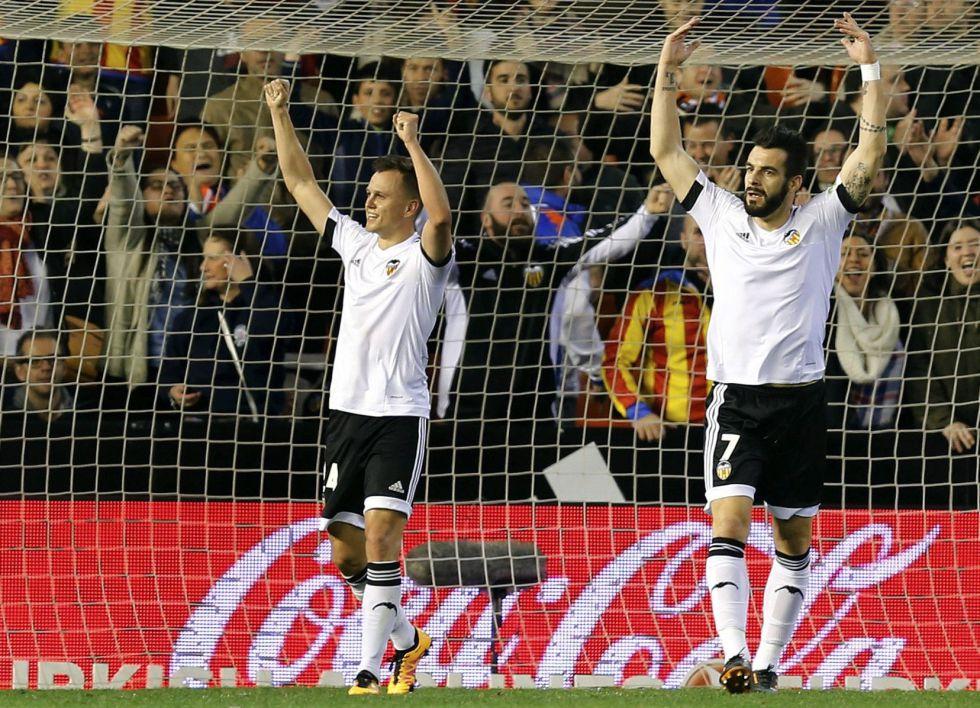 Negredo y Cheryshev celebran el segundo gol.
