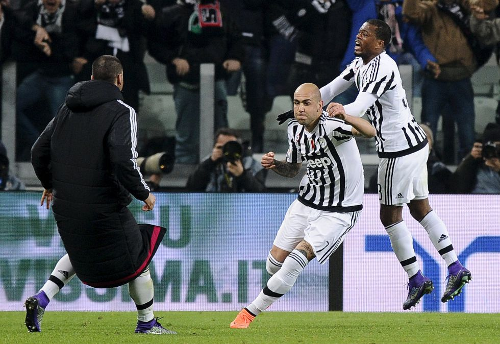 Zaza celebra junto a Evra el gol del triunfo frente al Nápoles.