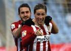 Torres celebra su gol al Getafe con Koke.