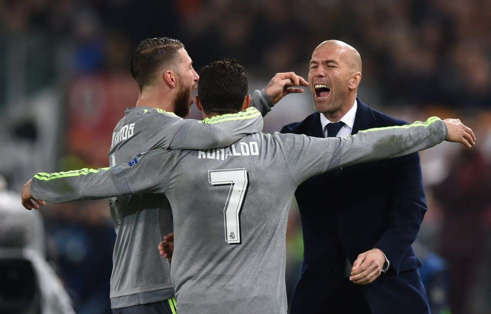 Ronaldo celebra su gol con Zidane y Ramos.