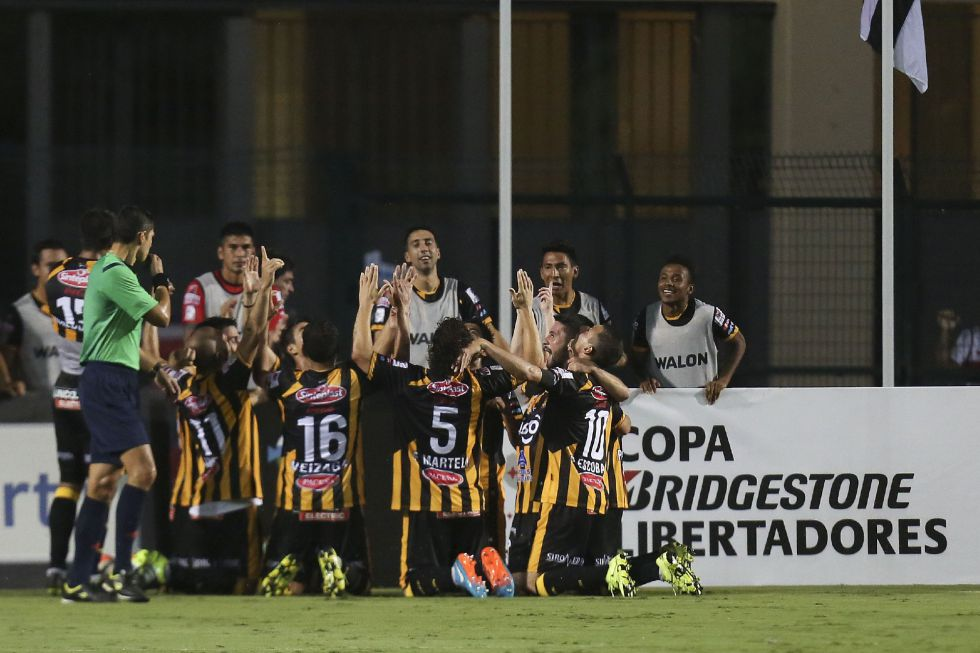 Copa Libertadores: Jugadores de The Strongest celebran el gol ante Sao Paulo
