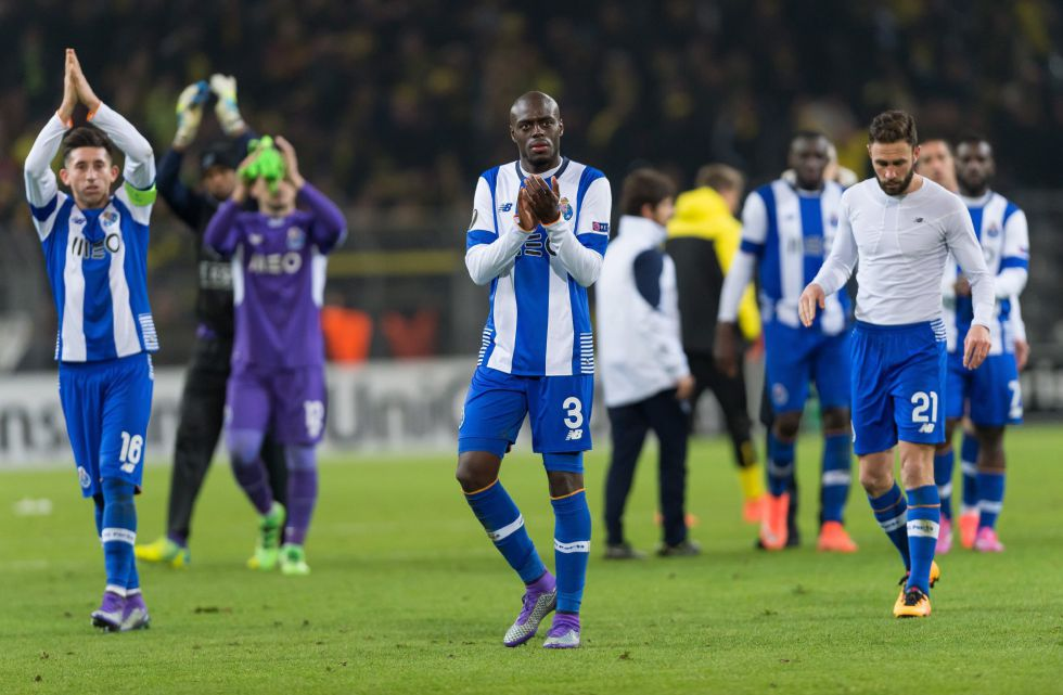 Héctor Herrera y Miguel Layún no evitaron la derrota en la ciudad de Dortmund.