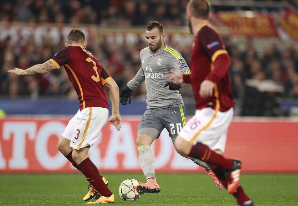 Jesé conduce el balón instantes antes de meter el 0-2 a la Roma.