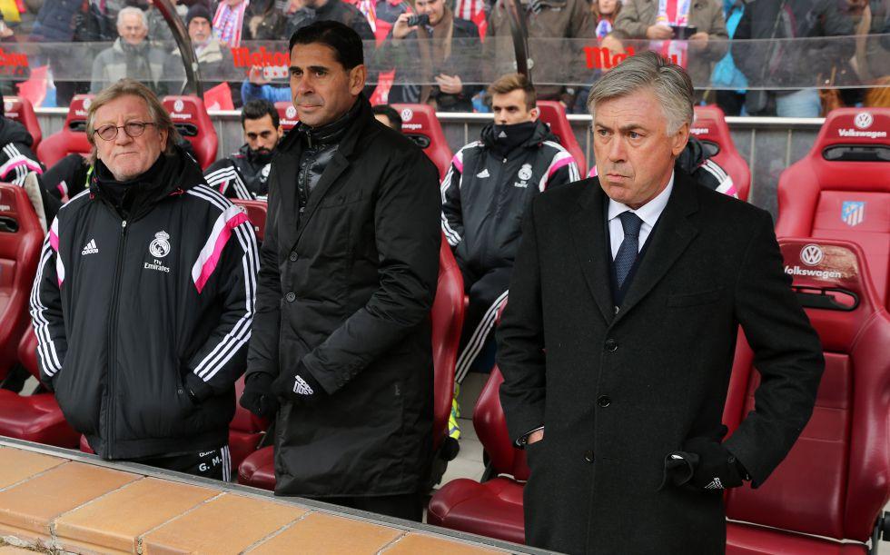 Hierro (c), durante su etapa como ayudante de Ancelotti.