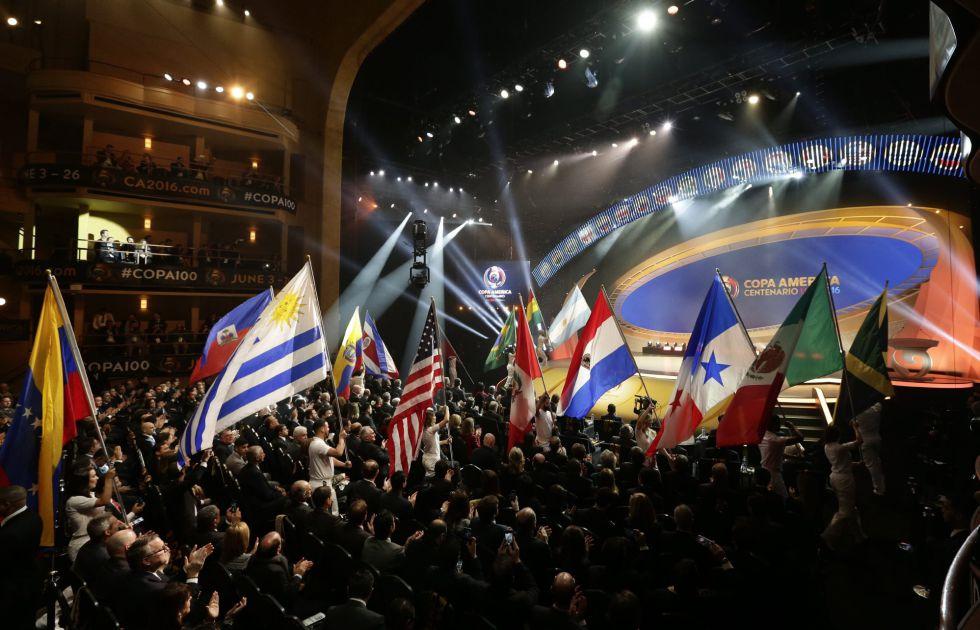 Sorteo de la Copa América Centenario en el Hammerstein de Nueva York