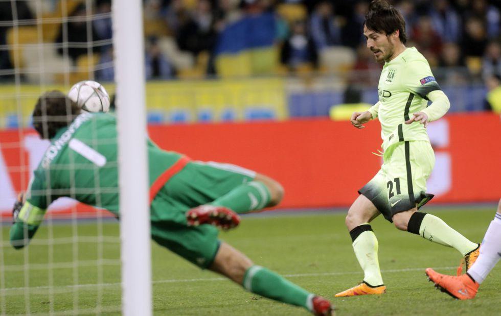 David Silva marca el segundo gol del City.