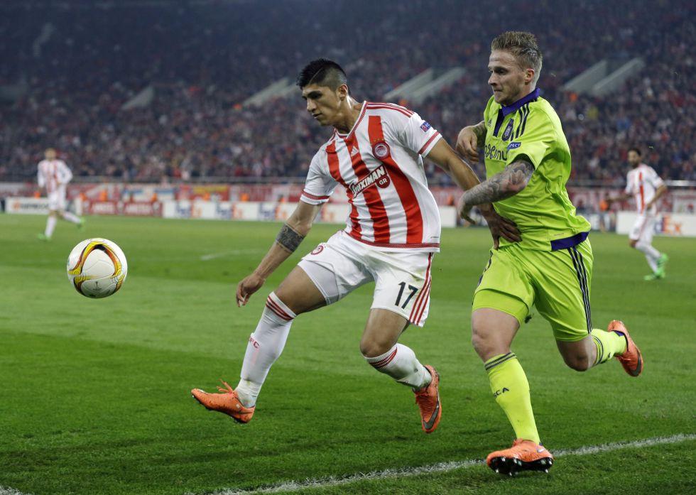 Pulido volvió a tener minutos con Olympiakos.