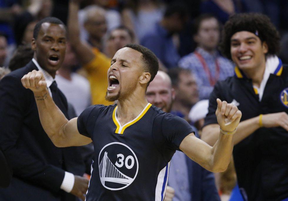 Curry celebra su triple ganador en Oklahoma.