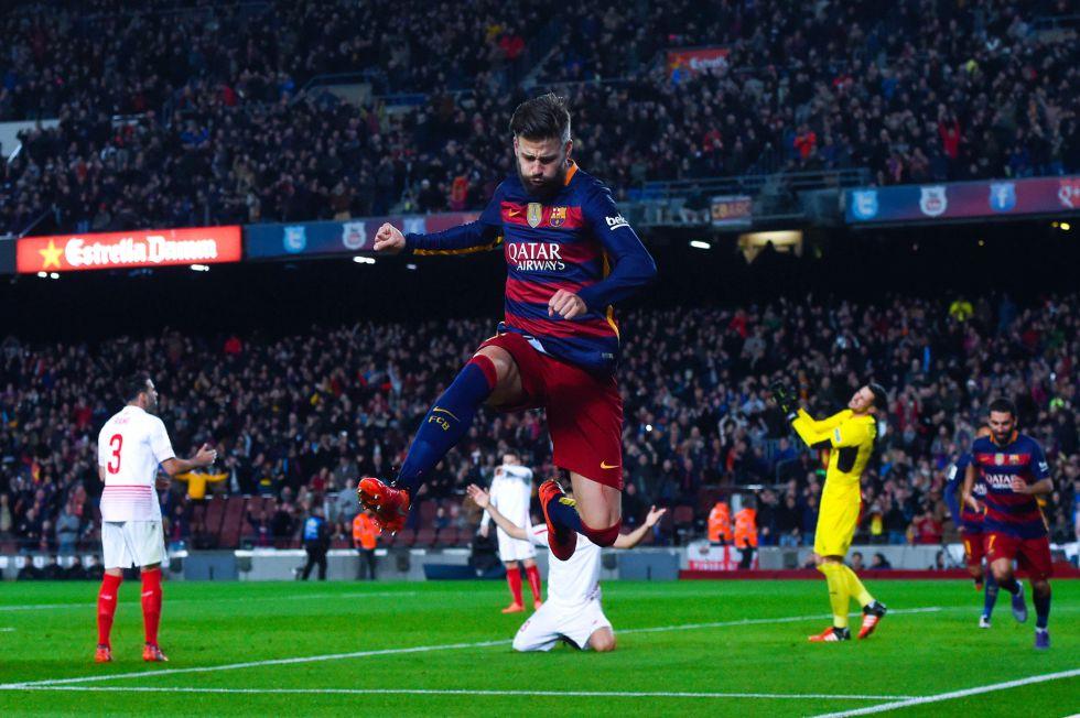 Piqué celebra su gol ante el Sevilla.