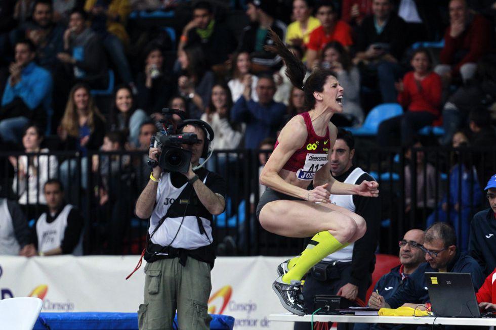 Ruth Beitia, exultante tras saltar 1,98m el domingo, en Madrid.