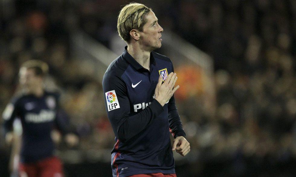 Fernando Torres celebra su gol en Mestalla.
