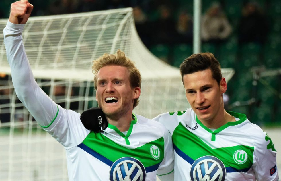 Schürrle celebra el gol con Draxler.