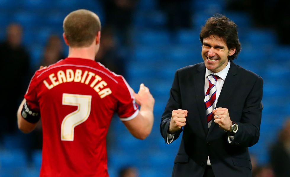 Aitor Karanka (c) celebra junto a un jugador del Middlesbrough.