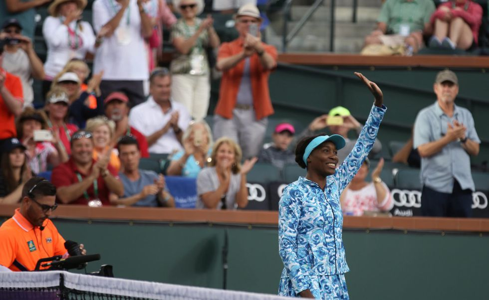 Venus saluda al público de Indian Wells.