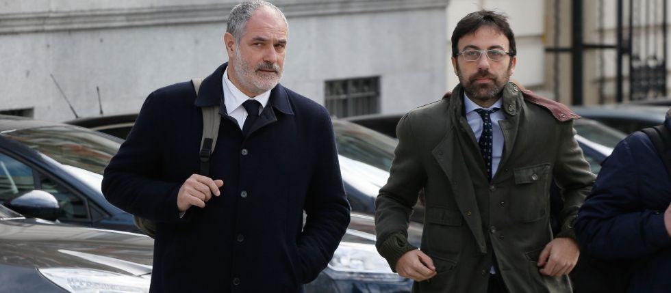 Andoni Zubizarreta, izquierda, llegando a la Audiencia Nacional para declarar por el 'caso Neymar'.