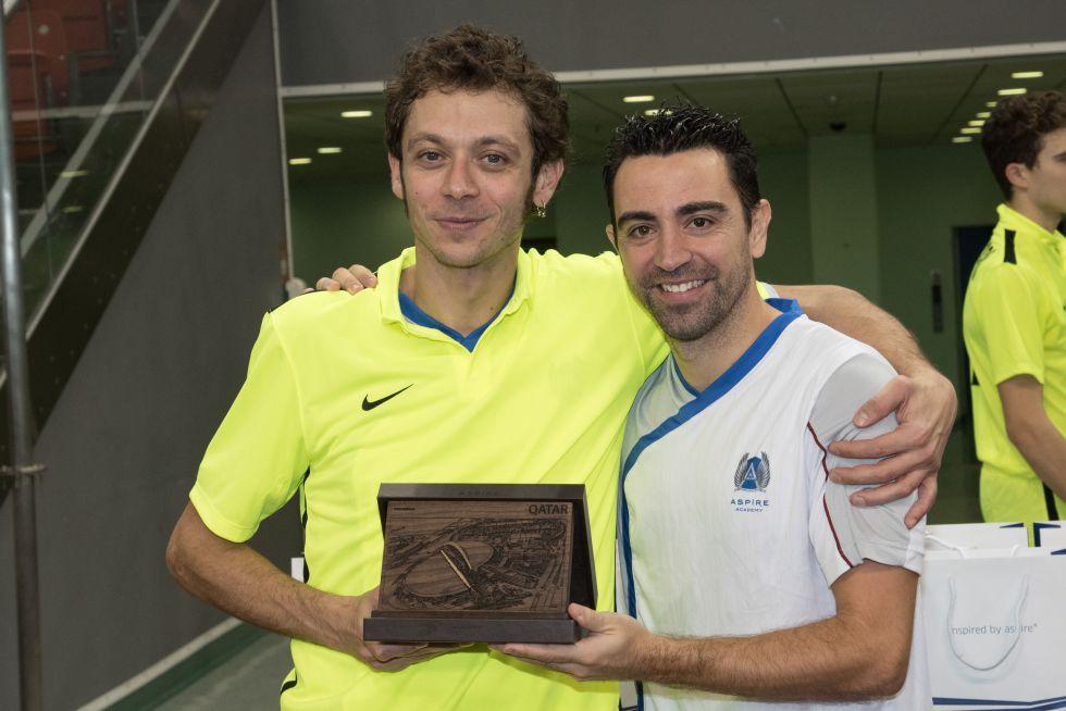 Valentino Rossi y Xavi Hernández, en la Aspire Academy.