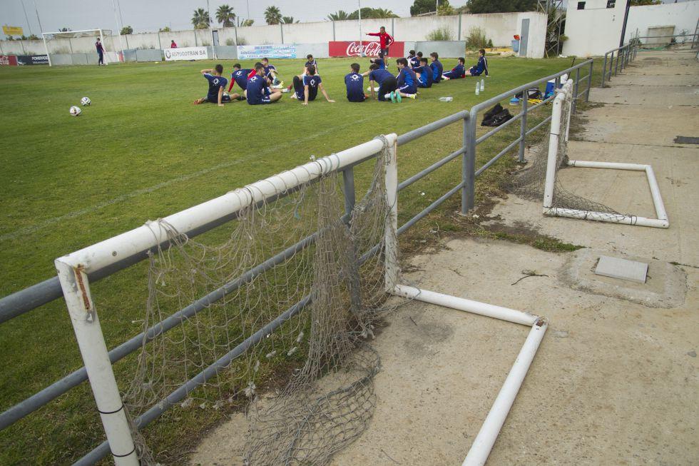 Los jugadores del Recre, en las instalaciones de la ciudad deportiva onubense.