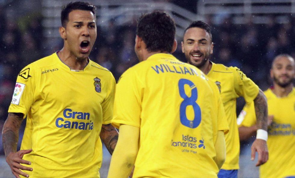 Los jugadores de Las Palmas celebran el único gol del partido.