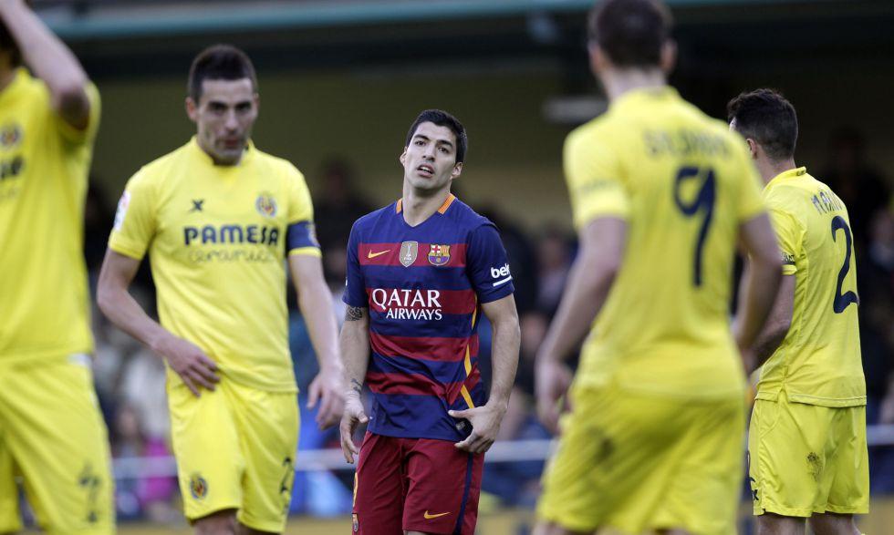 Suárez lamenta una ocasión del Barcelona.