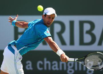 Djokovic abusa de Raonic y caza a Nadal