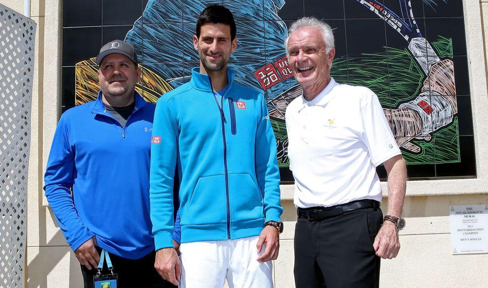 Moore, a la derecha y Djokovic, en el centro.