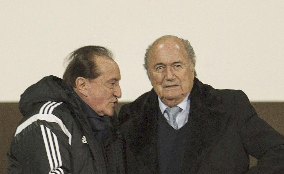 Blatter jnto a Figueredo en 2014.