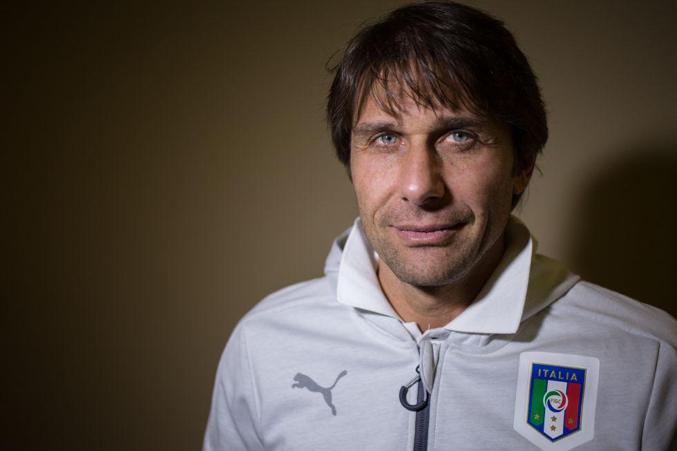 Antonio Conte posa en Coverciano antes de la entrevista.
