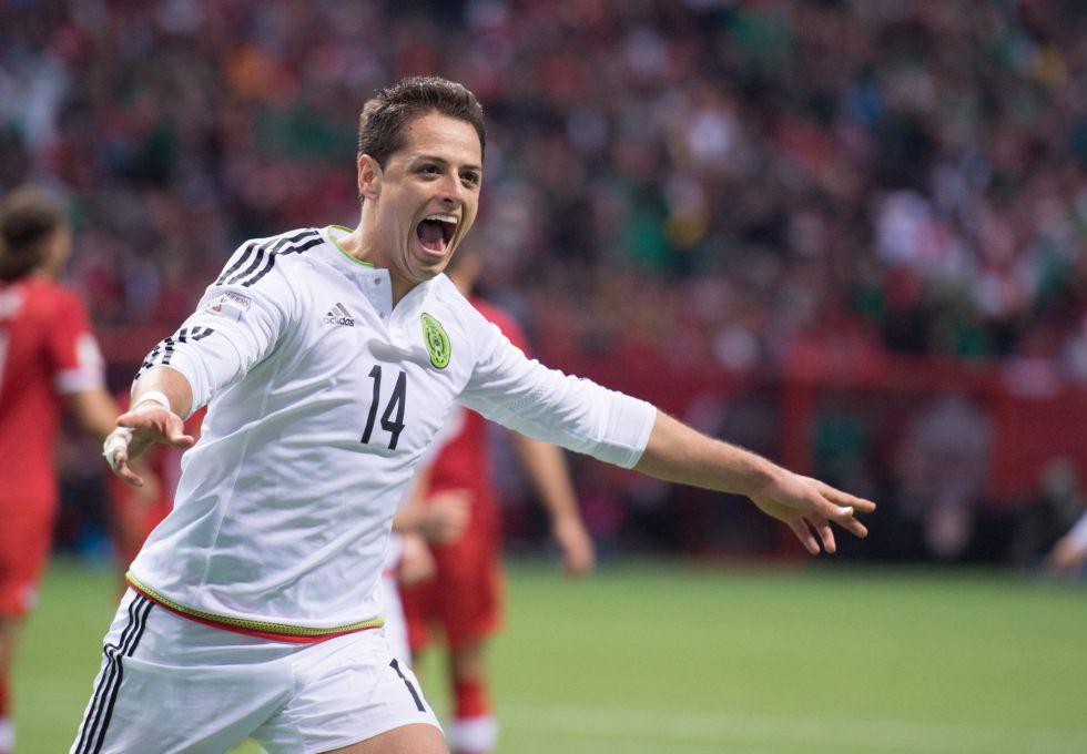 Javier Hernández celebra su gol.