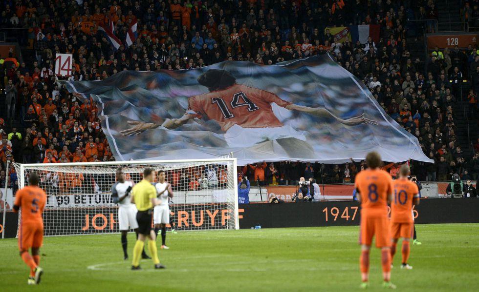 Pancarta desplegada en el Arena Stadium.